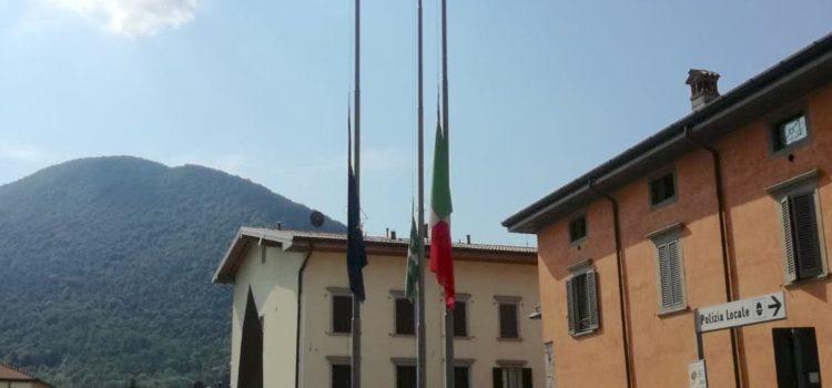 Lutto nazionale, bandiere a mezz'asta anche in Val Seriana