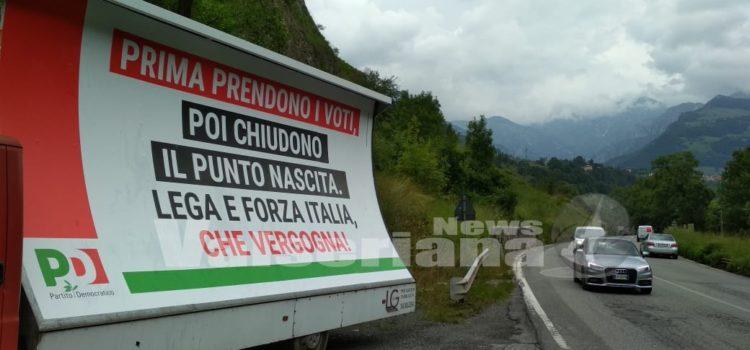 Ancora rabbia per la chiusura di Piario e spunta un manifesto contro Lega e Forza Italia