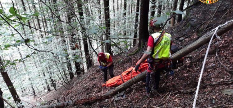 Numerosi interventi in montagna, a Schilpario 56enne va a funghi e muore