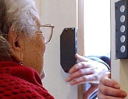 Oneta: anziana derubata in casa da tre giovani donne