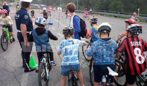 """Con """"Bici e scuola insieme"""" 1000 bambini a lezione di sicurezza ed ecologia"""