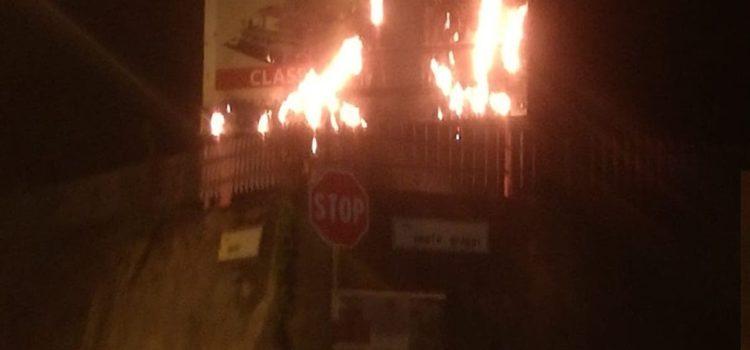 Cazzano, in fiamme il tabellone parrocchiale
