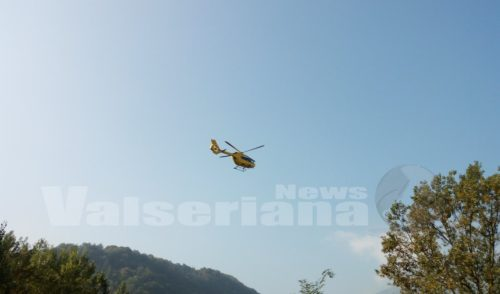 Caduta da moto ad Ardesio, 35enne in ospedale