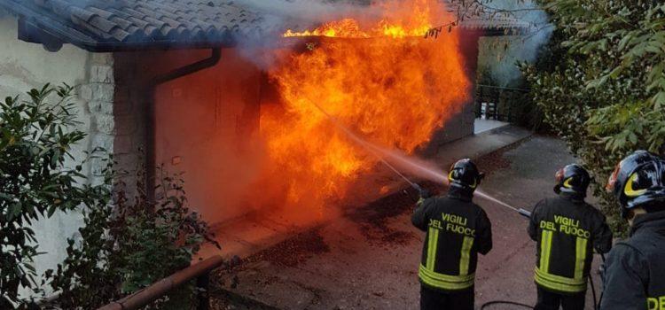 Incendio a Leffe, in azione i Vigili del fuoco