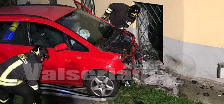 Scontro a Fiorano al Serio, 5 feriti e un'auto fuori strada