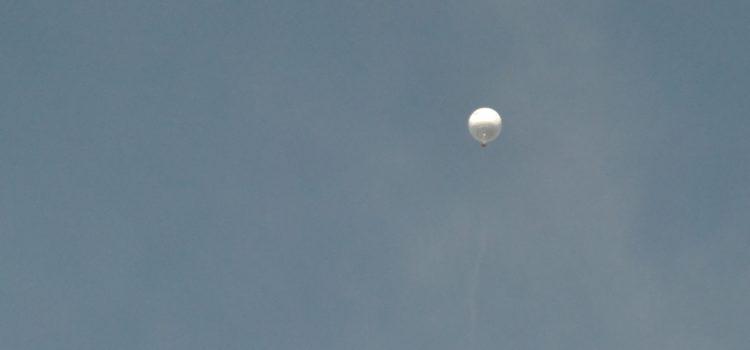 Pallone aerostatico nei cieli di Clusone – Foto