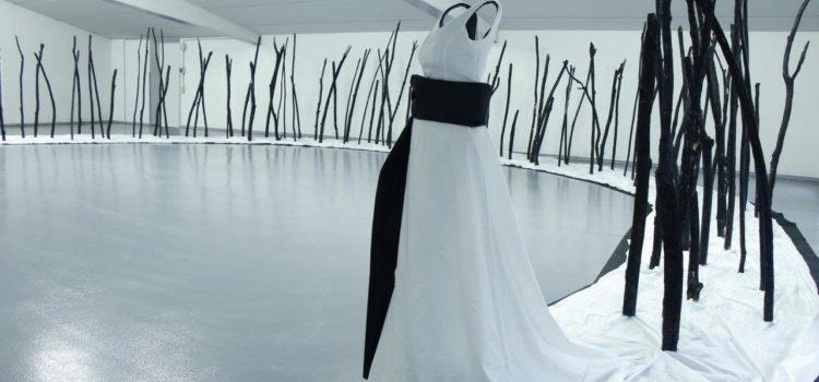 """""""La sposa"""" di Parolini, un velo bianco contro il femminicidio"""