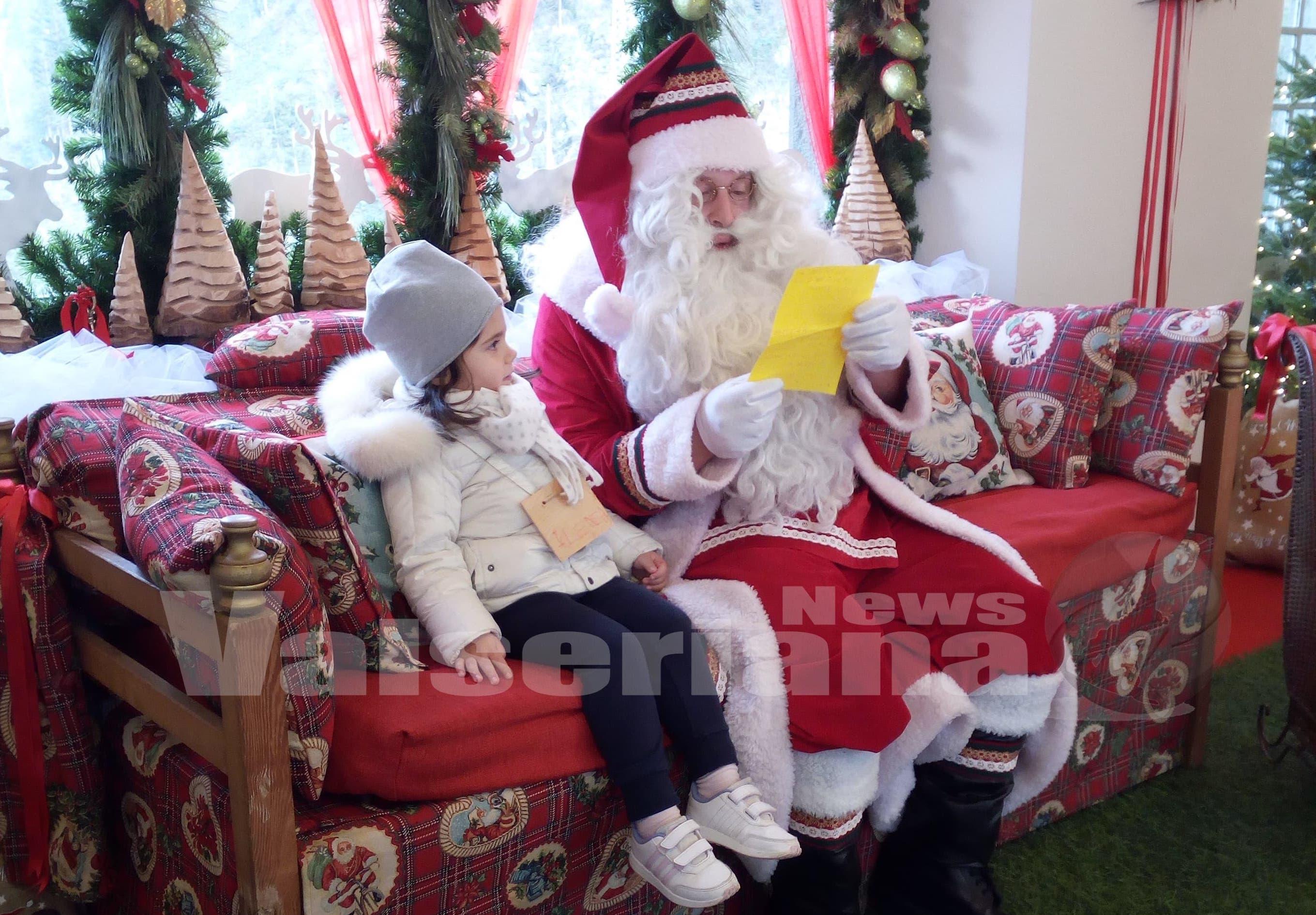 La Casa Bergamasca Di Babbo Natale.Babbo Natale E A Gromo Ed E Gia Un Successo Video Valseriana News
