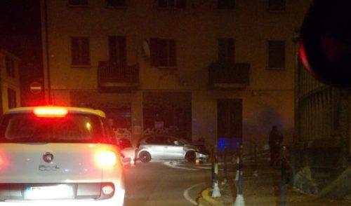 Auto contro un bar nella notte a Gandino