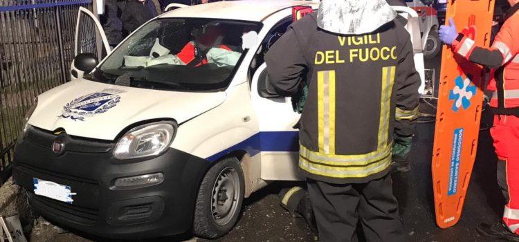 Auto fuori strada a Casnigo, soccorsi in azione alle 5.30 del mattino