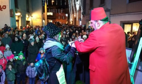 Clusone: la magia conquista la Notte Bianca e il centro storico fa segnare il tutto esaurito