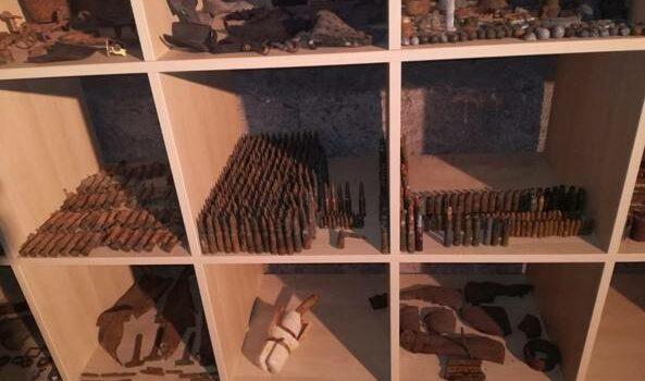 Armi e bombe belliche in soffitta, arrestato 55enne di Gazzaniga