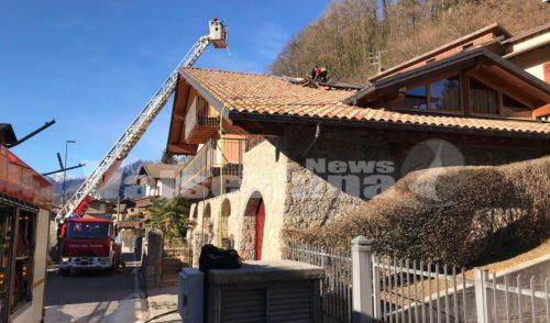 Incendio tetto ad Onore, intervento dei Vigili del fuoco