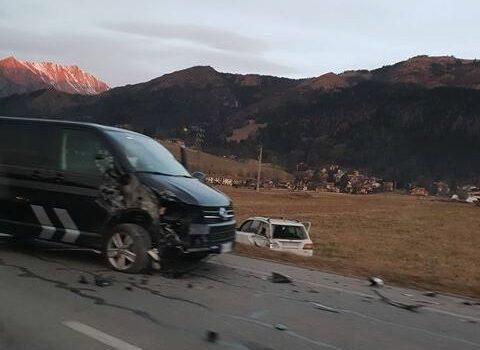 Incidente a Rovetta, auto finisce fuori strada