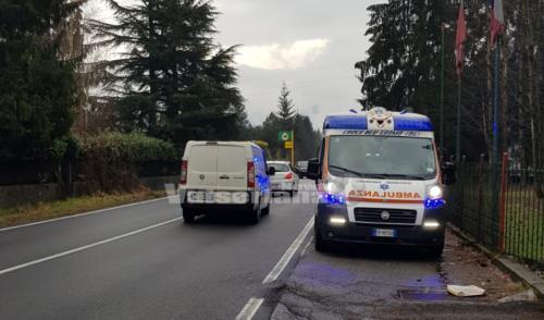 Clusone: scontro auto moto sulla provinciale, 4 le persone coinvolte