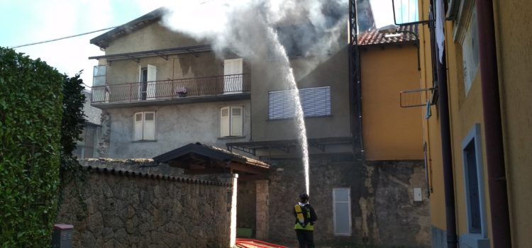 Incendio in appartamento a Rovetta, ustionata una donna – foto