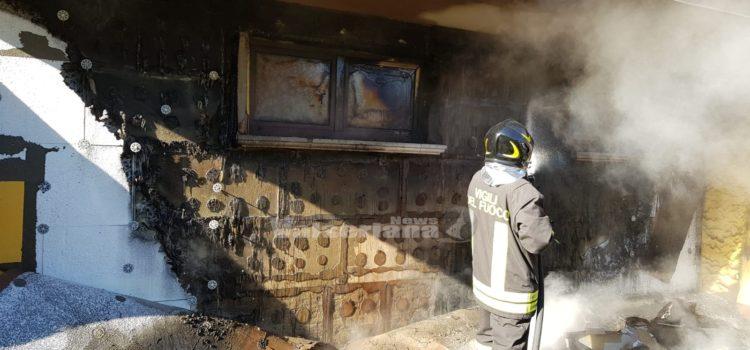 Incendio legnaia a Casnigo sul posto due squadre dei Vigili del fuoco