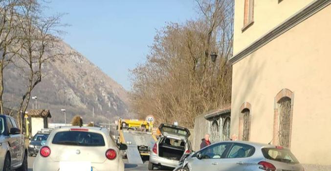 Scontro sulla provinciale a Casnigo