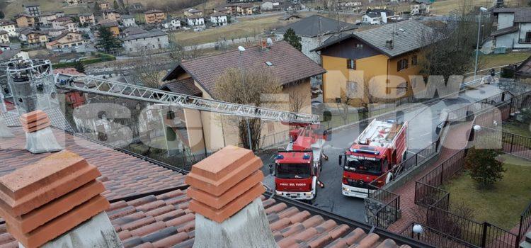 Incendio tetto ad Ardesio, sul posto i Vigili del fuoco