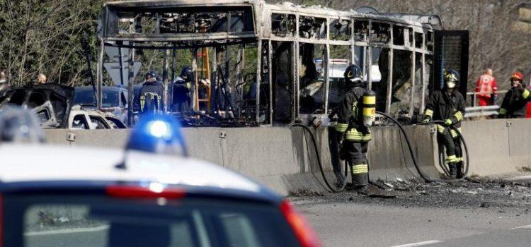 Pullman in fiamme, l'autista aveva lavorato in bergamasca