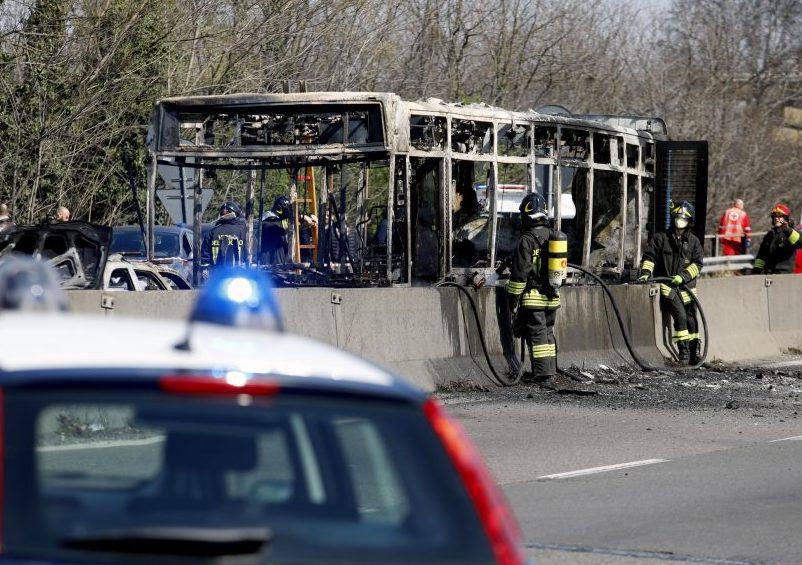 Cosa sappiamo di Ousseynou Sy, l'autista dell'autobus incendiato a Milano