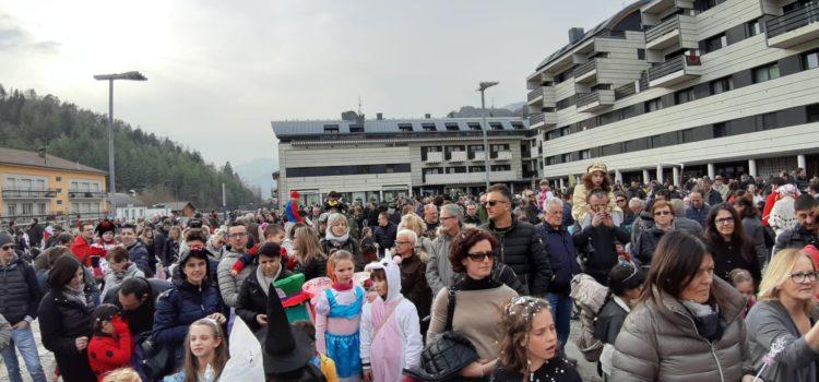 Carnevale di Clusone: grande successo per la sfilata dei bambini. Domani si replica con Carlo Beltrami