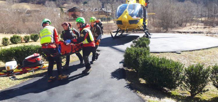 Valbondione: escursionista precipita nella zona del Simal, recuperata dall'elisoccorso