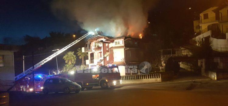Incendio tetto a Cazzano Sant'Andrea, abitazione inagibile