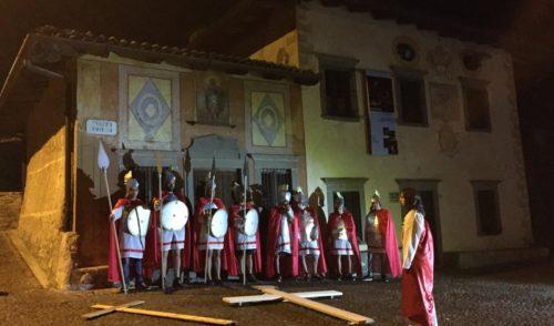 Olteressenda Alta: nel borgo di Nasolino la solenne Via Crucis – Foto