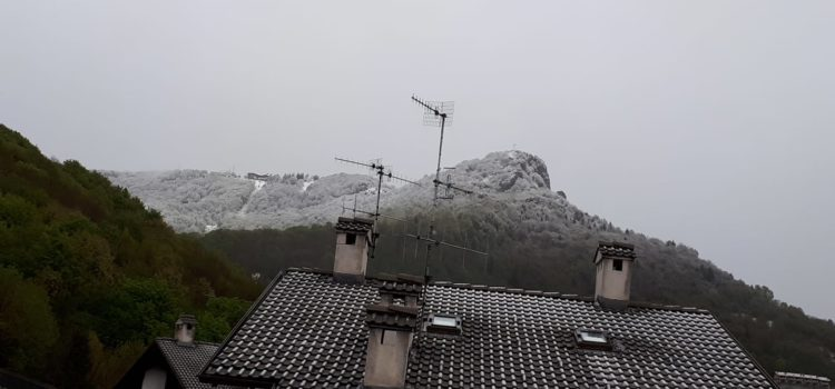 5 maggio 2019, neve a basse quote in Val Seriana