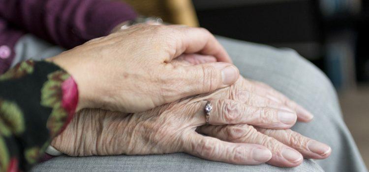 """Anziani maltrattati a Gandino, madre e figlia: """"Abbiamo fatto loro del bene"""""""