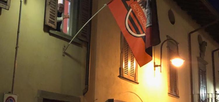 In Piazza Vittorio Veneto torna a sventolare la bandiera della Gandinese