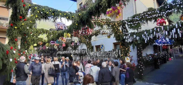 A Gianico migliaia di fiori per la Madonnina
