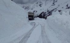 Passo di Gavia ripulito dalla neve, il tappone del Giro non è a rischio salvo matempo