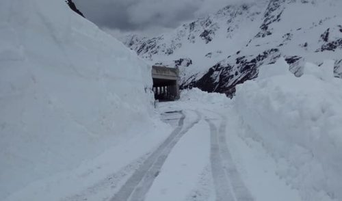 4 metri di neve al Passo del Gavia: a rischio il passaggio della tappa del Giro Lovere-Ponte di Legno