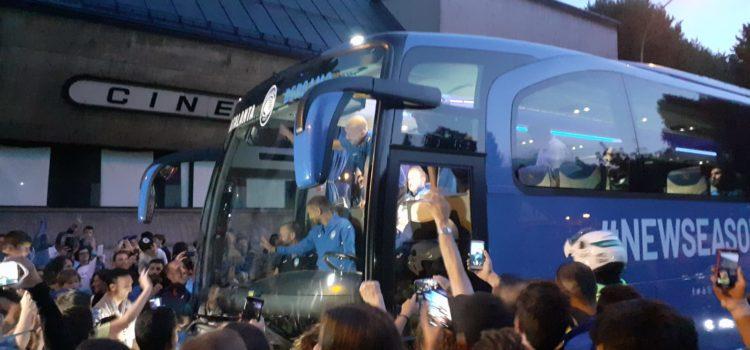 Folla a Clusone per l'arrivo dell'Atalanta – video