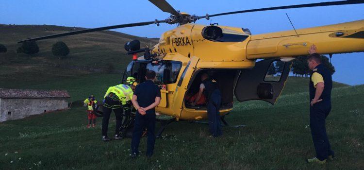 Cade nei boschi sopra Pradalunga, 74enne recuperato dall'elisoccorso