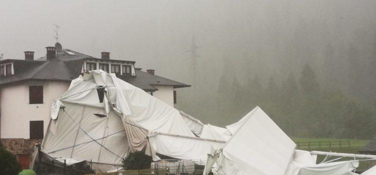 Vento forte in alta Valle Seriana, a Gromo distrutta tensostruttura