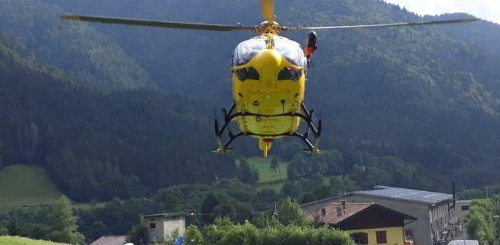 Gandino: sbaglia l'atterraggio con il parapendio, ferito 74enne