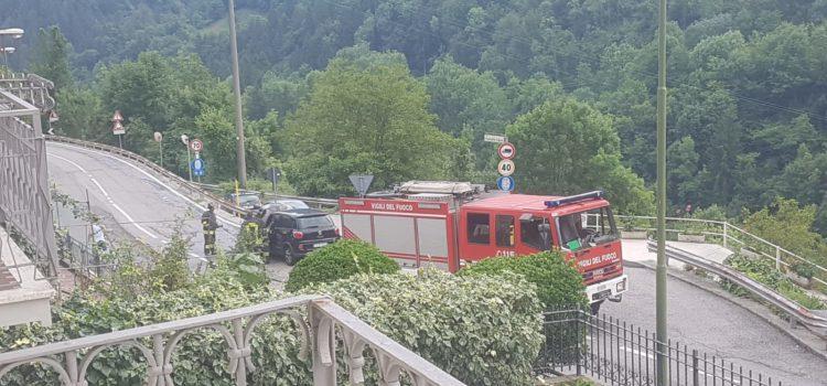Auto in fiamme a Gorno, sul posto i Vigili del fuoco
