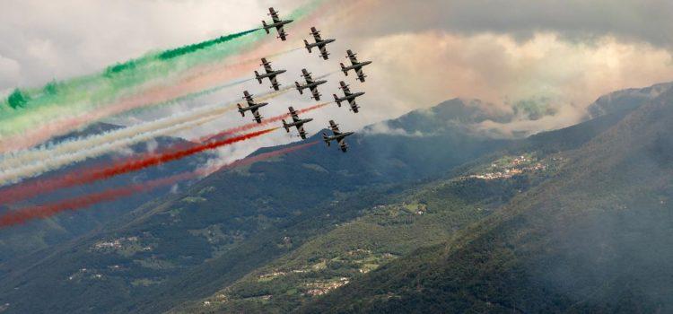 Frecce Tricolori e aerei sul Lago a Lovere – foto e video