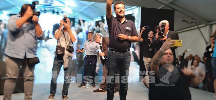 """Matteo Salvini ad Alzano Lombardo: """"Non mollerò mai e quando voteremo vinceremo noi"""" – video"""