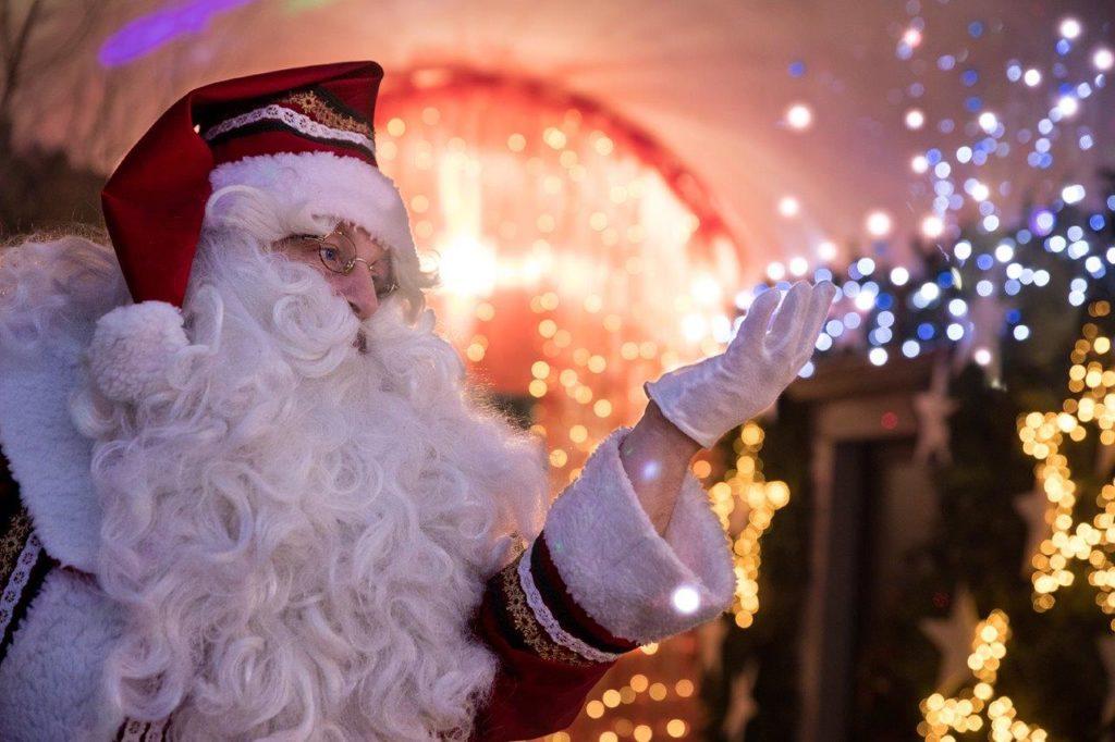 Il Vestito Nuovo Di Babbo Natale.La Casa Di Babbo Natale E Di Nuovo A Gromo Valseriana News