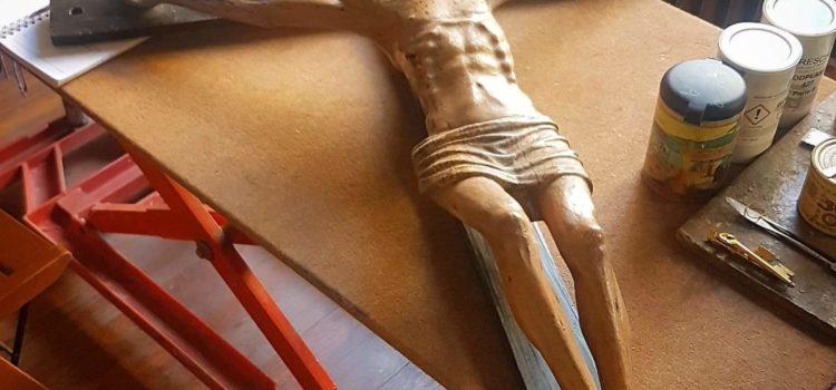 Gorno, restaurato un crocifisso ligneo del Rinascimento lombardo