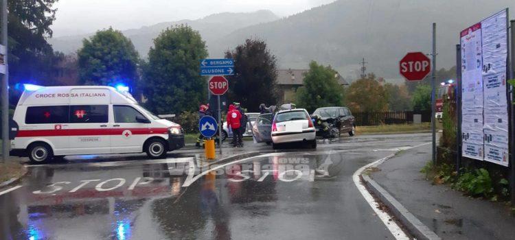 Incidente a Clusone lungo la provinciale, ferite 4 donne
