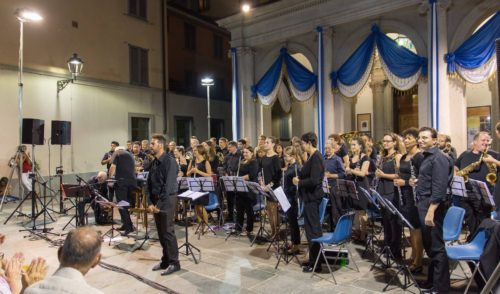 50° di Woodstock, la banda di Vertova celebra il festival con uno spettacolo