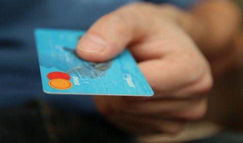 Limite all'uso dei contanti? I pro e i contro delle tessere elettroniche