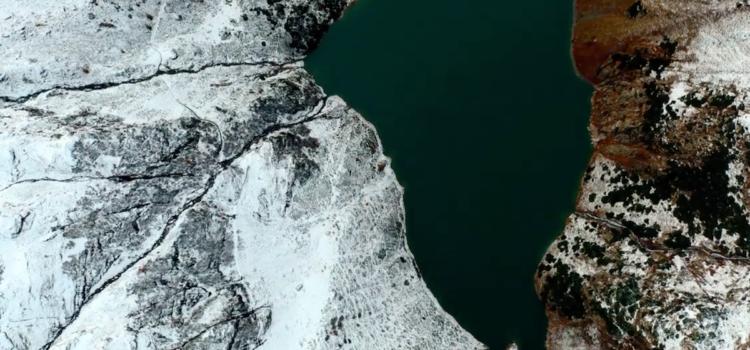 Prima neve di stagione alla Diga del Barbellino – video