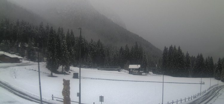 Bianco risveglio in Alta Valle Seriana, neve agli Spiazzi di Gromo e Valbondione