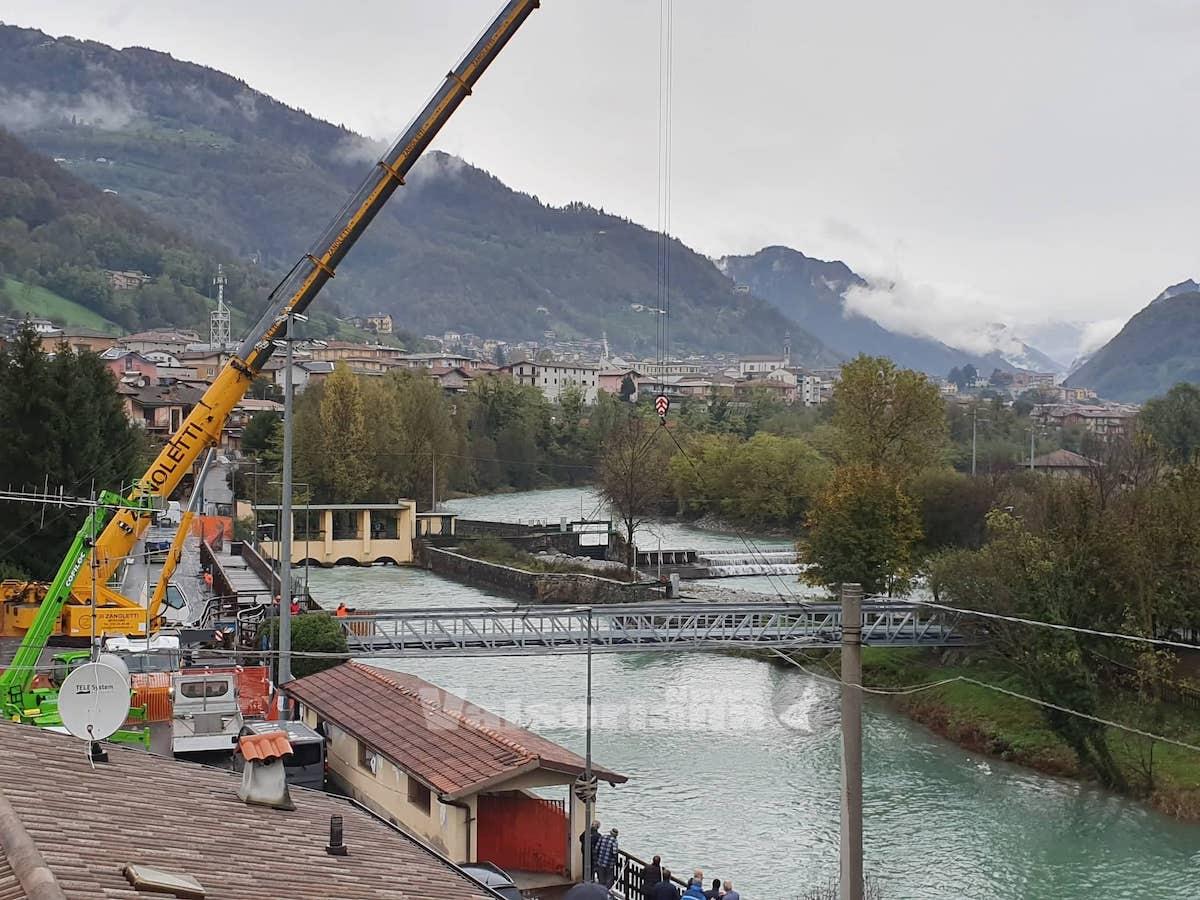 Fiorano, posato il nuovo ponte lungo la ciclabile - foto e video - Valseriana News